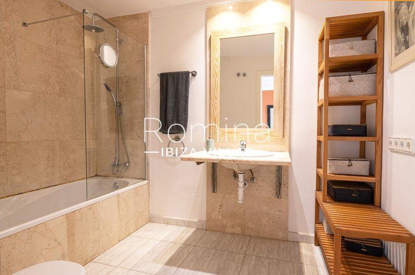 romina-ibiza-villas-rv-933-57-apto-calo-mar-5bathroom2