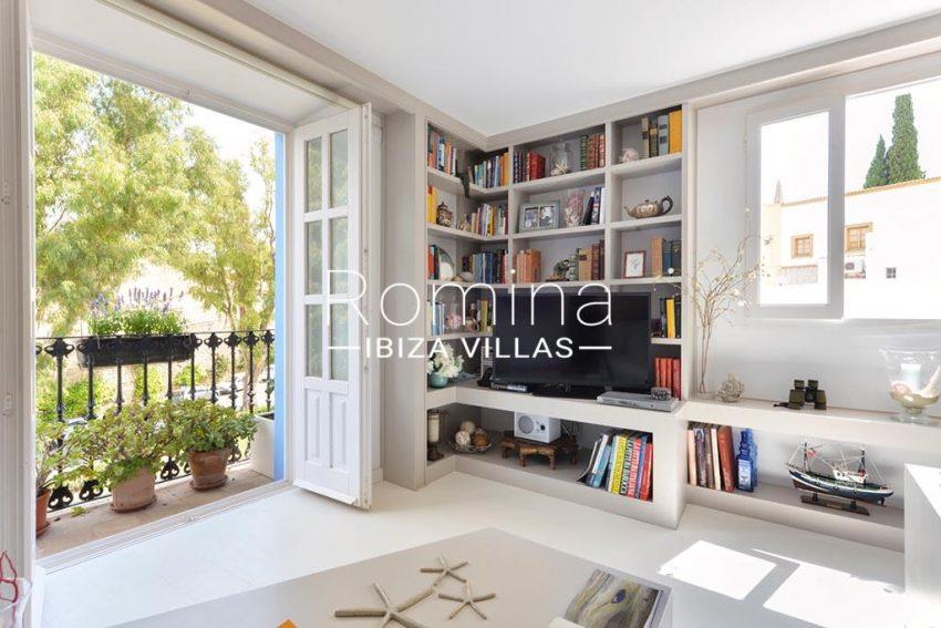 romina-ibiza-villas-rv-935-73-atico-goleta-3living room library
