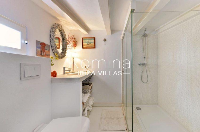 romina-ibiza-villas-rv-935-73-atico-goleta-5shower room2