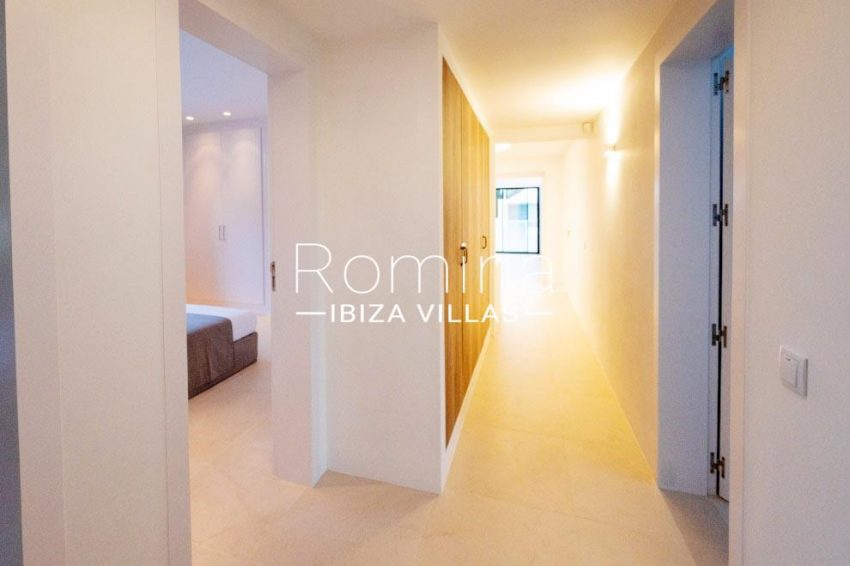 romina-ibiza-villas-rv-936-56-villa-hermone-3corridor