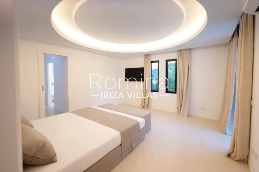 romina-ibiza-villas-rv-936-56-villa-hermone-4bedroom1