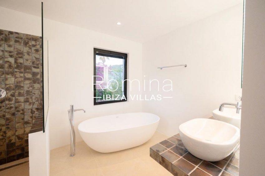 romina-ibiza-villas-rv-936-56-villa-hermone-5bathroom