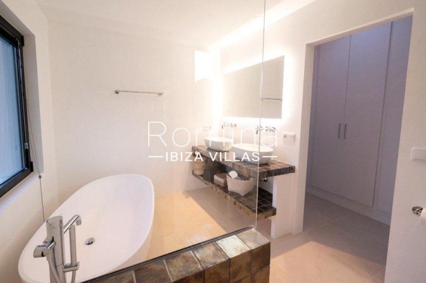 romina-ibiza-villas-rv-936-56-villa-hermone-5bathroom sinks