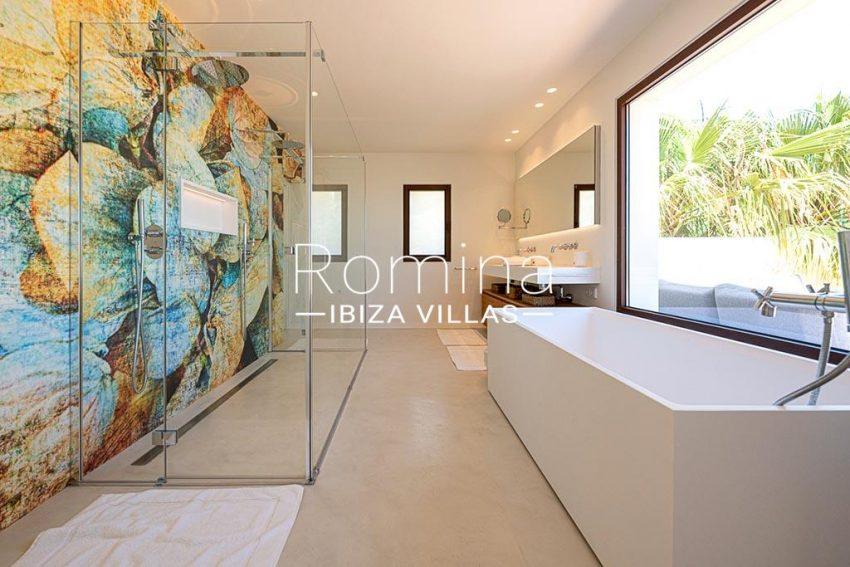 romina-ibiza-villas-rv-937-48-villa-malibu-5bathroom1